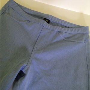 HUE Jeans - NWOT $39 HUE COTTON JEANS CAPRI LEGGINGS SIZE M